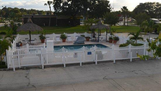 Americas Best Value Inn-Bradenton/Sarasota: Pool as seen from 2nd floor room.
