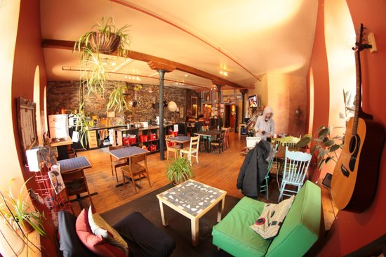 Alternative Hostel of Old Montreal: Réception/Salle Commmune/Cuisine
