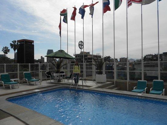 Crowne Plaza Santiago: La piscina