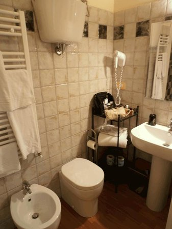 Bed & Breakfast Quattro Cantoni: Updated & super clean bath