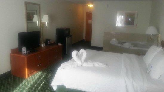 Fairfield Inn & Suites Nashville Smyrna: King whirlpool suite