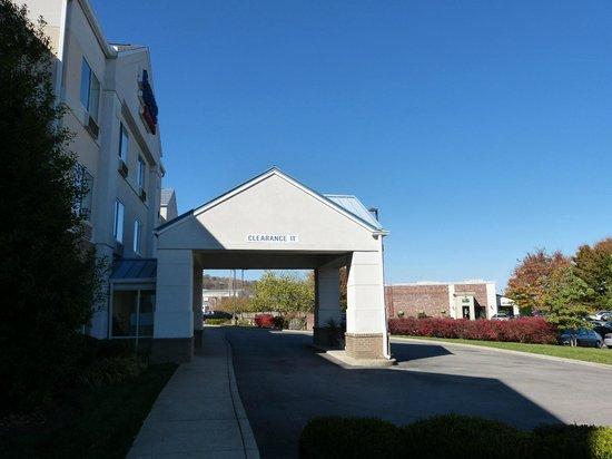 Fairfield Inn & Suites Nashville Smyrna : O'Charley's restaurant next door