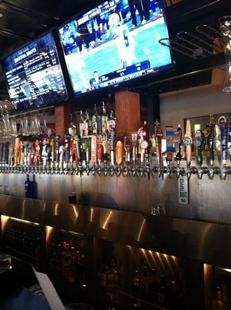 Yard House : beer heaven on tap 150!!!