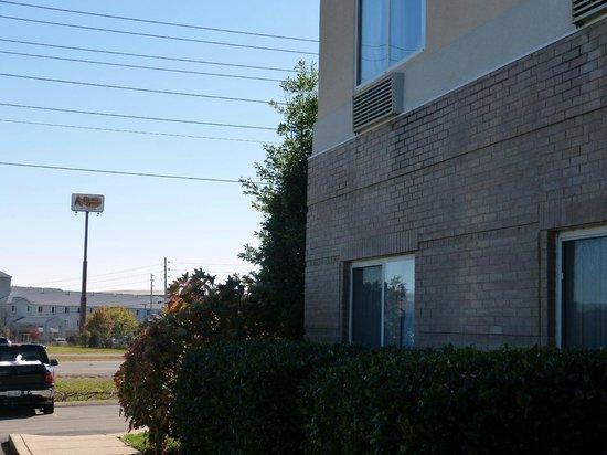 Fairfield Inn & Suites Nashville Smyrna: Cracker Barrel across street from hotel