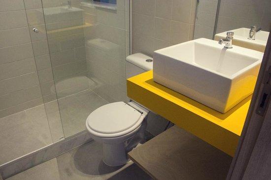 Rioow Hostel: Banheiro Suíte