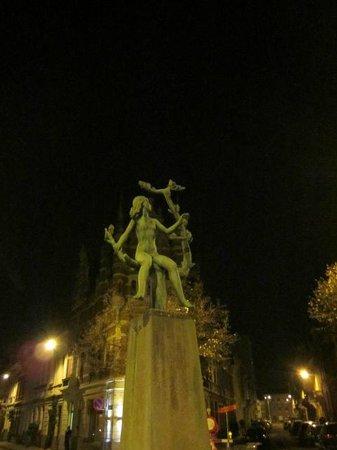 Statue in a square in Zurenborg