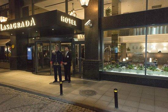 LaSagrada : Entrada del Hotel