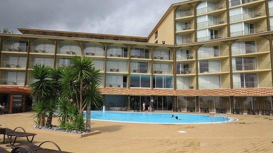 Four Views Oasis: Pool
