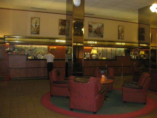 Hotel Hungaria City Center : Best Western Hotel lobby, unfriendly receptionists