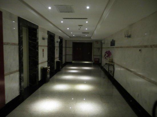 Luoyang Grand Hotel: холл