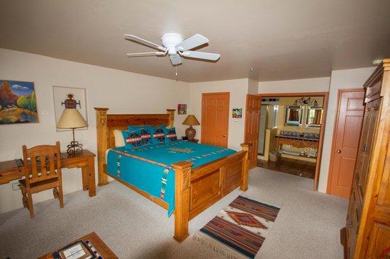 Adobe Hacienda Bed & Breakfast: Zimmer