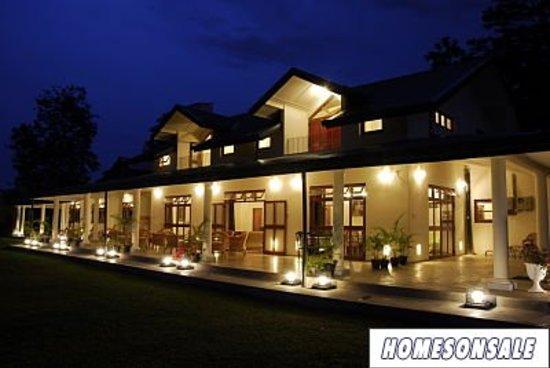 Bougan Villa Guest House: At dusk