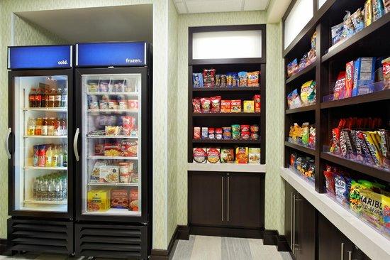 Hampton Inn & Suites - Orlando-North/Altamonte Springs: Convenient On-property Suite Shop