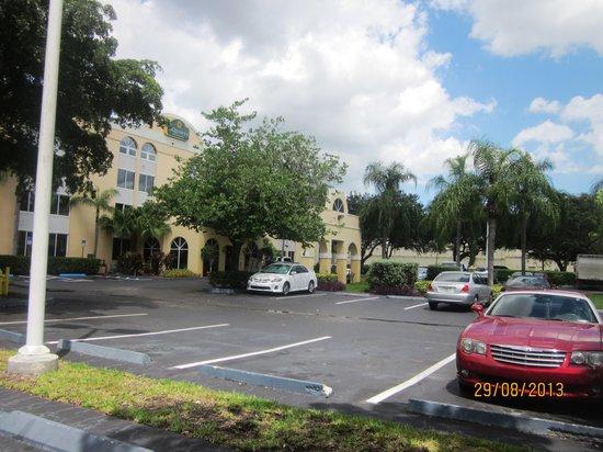 La Quinta Inn & Suites Miami Lakes: o estacionamento