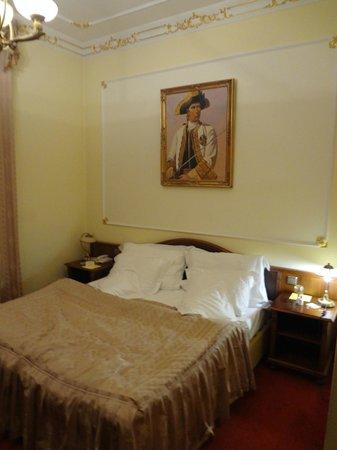Hotel General: habitacion