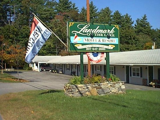 Landmark on the Lake Motel & Resort: Route 302 Frontage