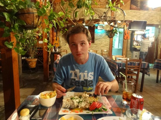 Costa's Koloni Tavern: Wojtuś eats his more delicious fish :)