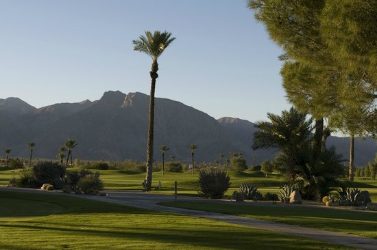 The Arches at The Borrego Springs Resort: Golf course and mountain view from The Arches