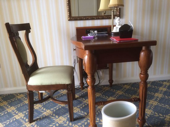 Disney's BoardWalk Inn: Tiny old desk with a myriad of cables