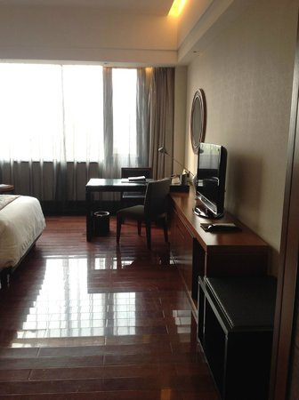 Worldhotel Grand Dushulake Suzhou: Office table