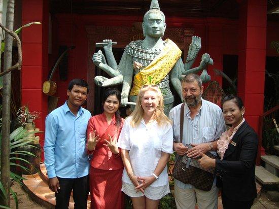 Golden Temple Villa: despedida con el personal del hotel