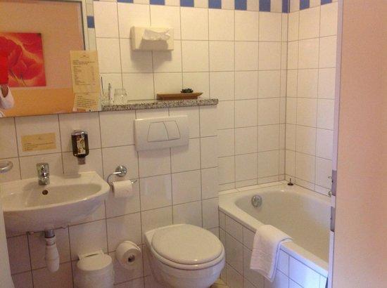 Hotel Hofgut Imsbach: Bad