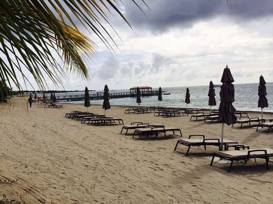 Four Seasons Resort Nevis, West Indies : Beach area