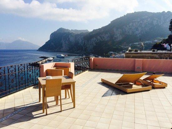 Capri Inn : view on top of roof