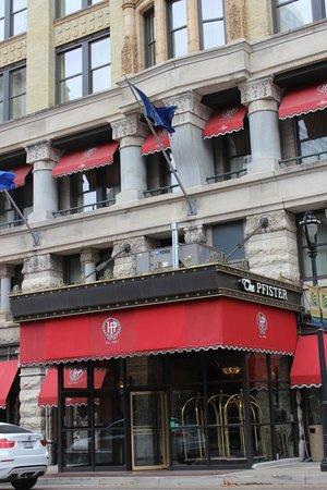 The Pfister Hotel : Entrada principal
