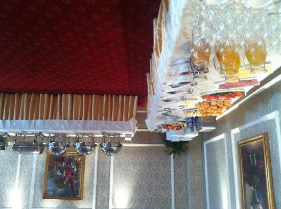 Tourist Hotel: Шведский стол