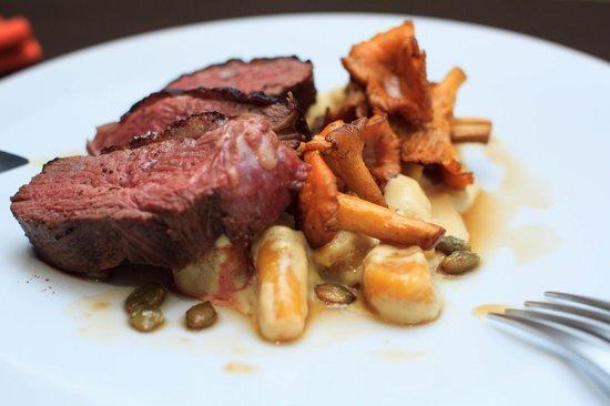 Tapas et Vinos Restaurant: magret de canard, gnocchi de potimarron au foie gras