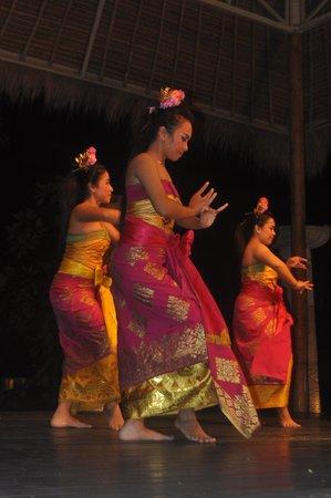 Novotel Bali Benoa: Show de dança balinesa