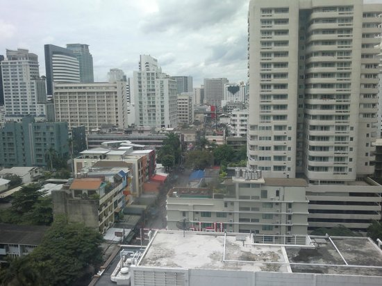 Omni Tower Sukhumvit Nana by Compass Hospitality : View from Omni Tower