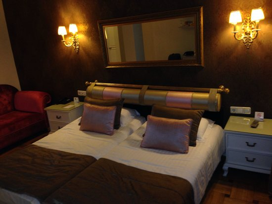 Avicenna Hotel: Double room for couple it's 2 single bed