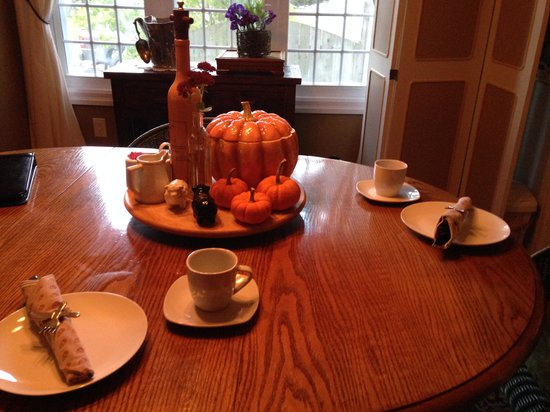 Wine Country Bed & Breakfast: table decorated for halloween
