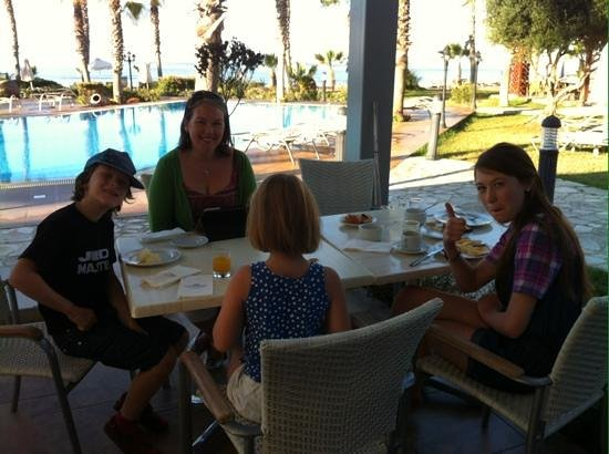 Aquamare Beach Hotel & Spa : breakfast by pool, very hard to beat