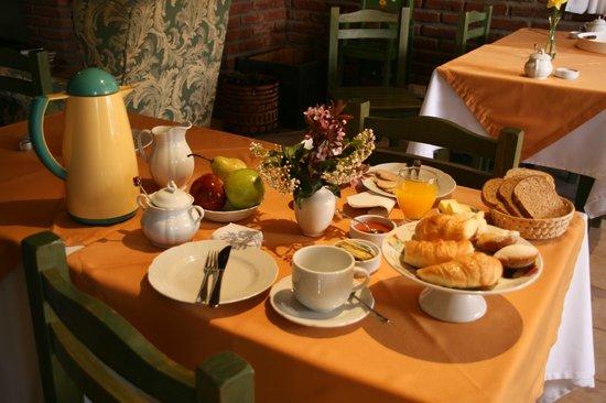Hosteria Canela B&B: Mesa desayuno
