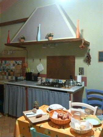 Agriturismo La Fonte: soggiorno/cucina