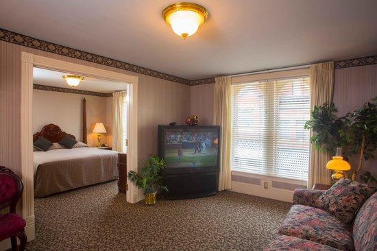 Celebrity Hotel: Room 208 Victorian Suite