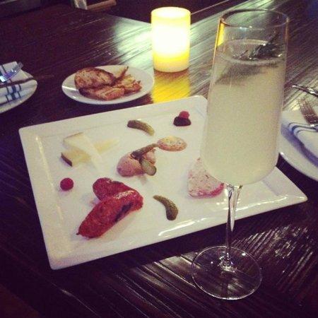La Cosecha Bar + Restaurant: Charcuterie plate & Otono Espumantes
