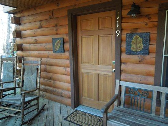 Laurelwood Inn: Room 319