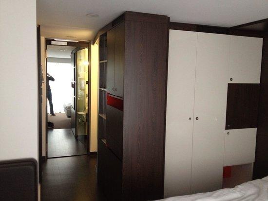 Derag Livinghotel Am Viktualienmarkt: Entrée de la chambre