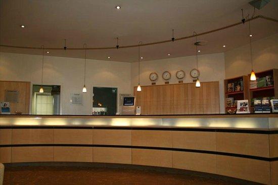 Mercure Hotel Koeln City Friesenstrasse: Front Desk