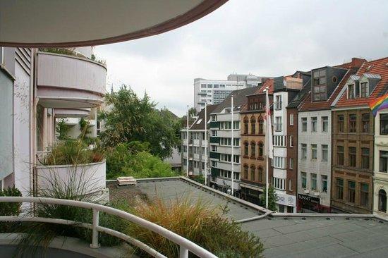 Mercure Hotel Koeln City Friesenstrasse: View from Balcony