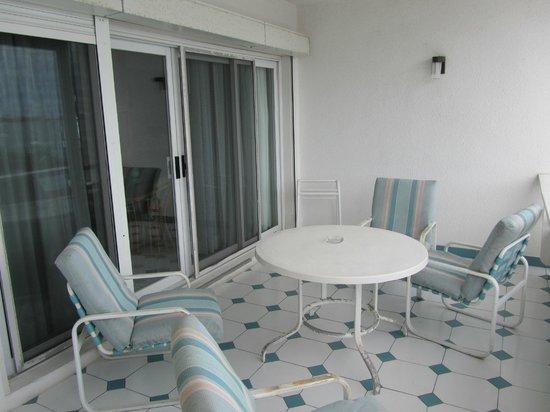 Simpson Bay Resort & Marina: Terrace in Marina apartment