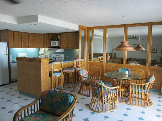 Simpson Bay Resort & Marina: Dining and kitchen