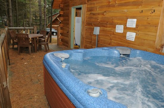 Cabins at Pine Haven : Hot Tub on every Cabin Deck