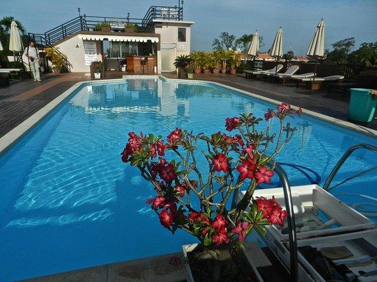 City River Hotel: piscina all'ultimo piano