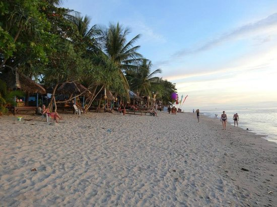 Lanta Pavilion Resort: Beach in front of hotel