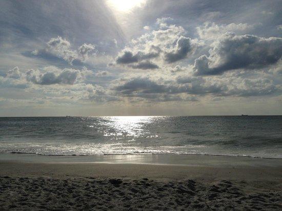 South Seas Island Resort : Beach day